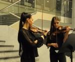 Slađana Cvejić i Miljana Popović, violine