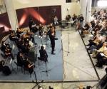 Gudači Svetog Đorđa Dirigent: Bojan Suđić Stefan Milenković, violina