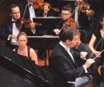 Natalija Mladenović, klavir Bojan Suđić, dirigent