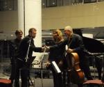 Ljubomir Nikolić,kompozitor čestita izvodjačima Veljko Klenkovski,klarinet Srdjan Sretenović,violončelo Neda Hofman,klavir
