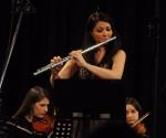 Flautistkinja Anđela Bratić izvodi delo Noć bez mesečine grčkog autora Nikosa Harizanosa