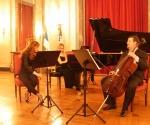 Julija Hartig, violina Katarina Radovanović Jeremić, klavir i Goran Mrđenović, violončelo