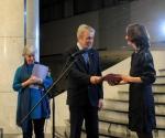 Miroslav Tasić, državni sekretar Ministarstva kulture i informisanja dodeljuje nagradu Mokranjac
