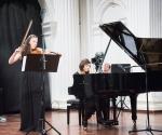 Aleksandra Milanović, violina, Bojana Šumanjski, klavir tokom izvođenja kompozicije Fani Kosone